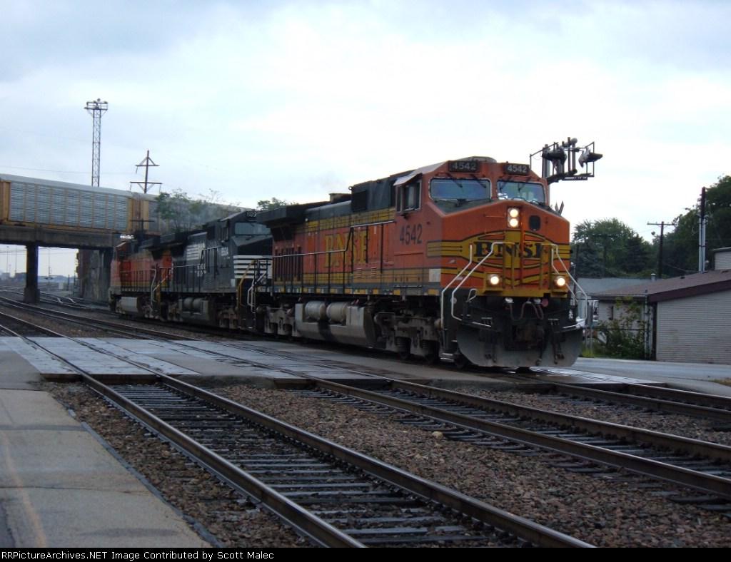BNSF 4542, NS 8924 & BNSF 4332