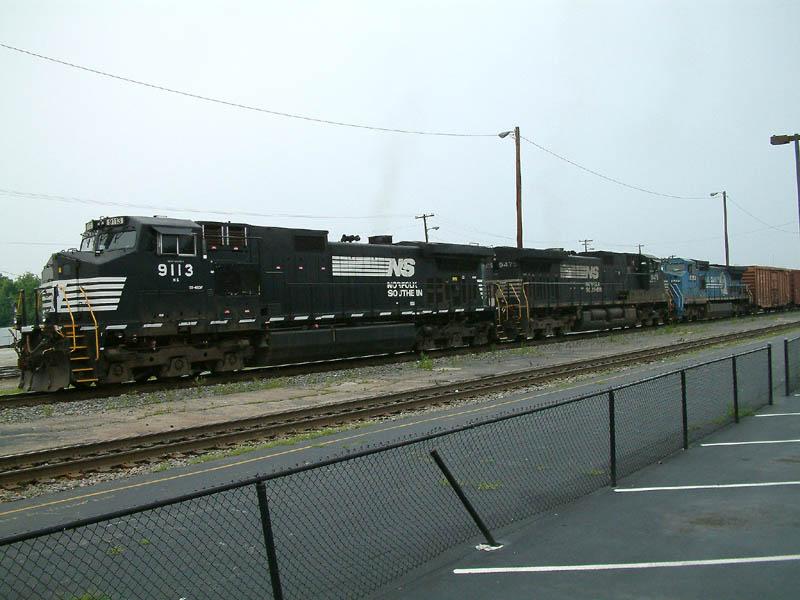 NS Train 173 departs