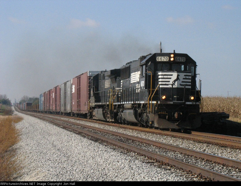 NS 6670 & 8838 race east with 122