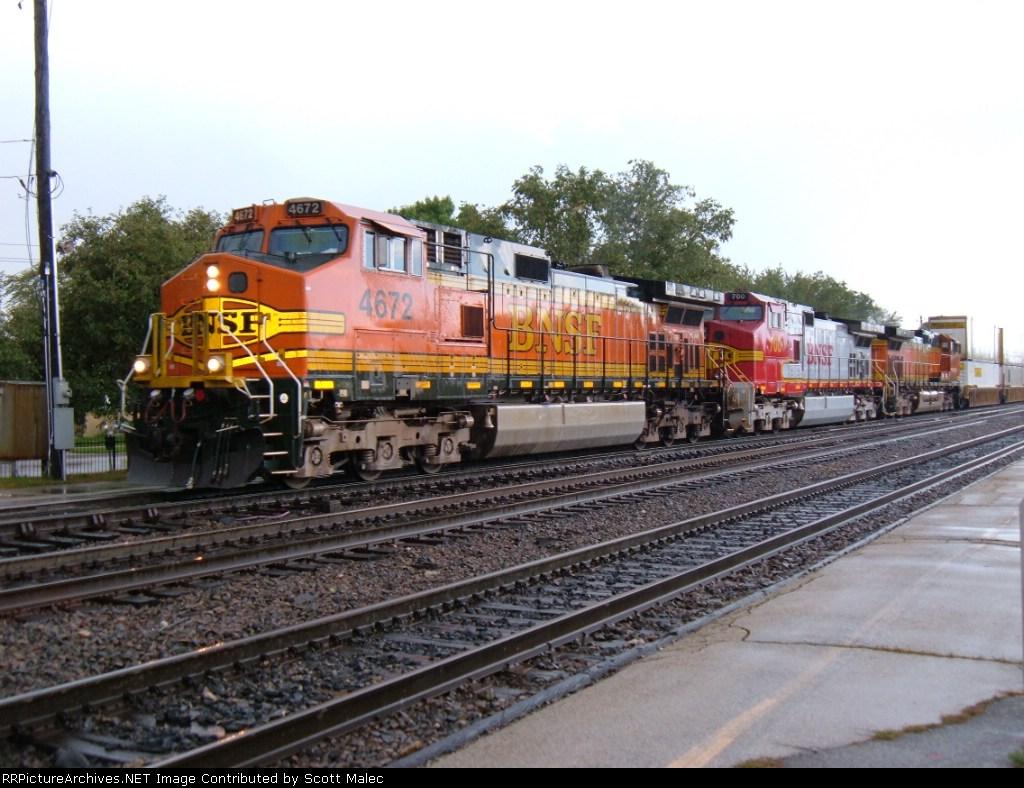BNSF 4672, 700 & 4087