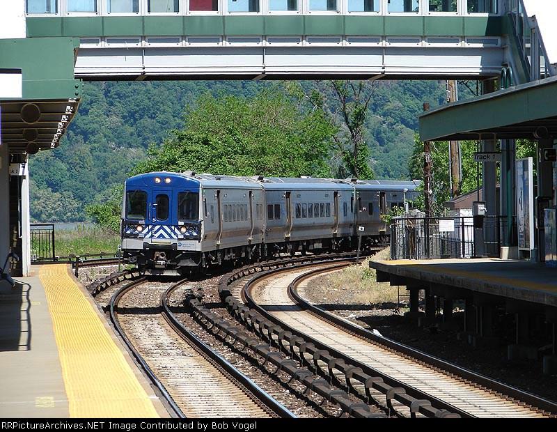 train 748
