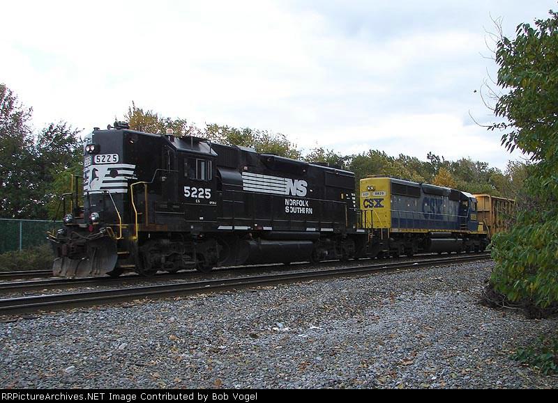 NS 5225 & CSX 8829