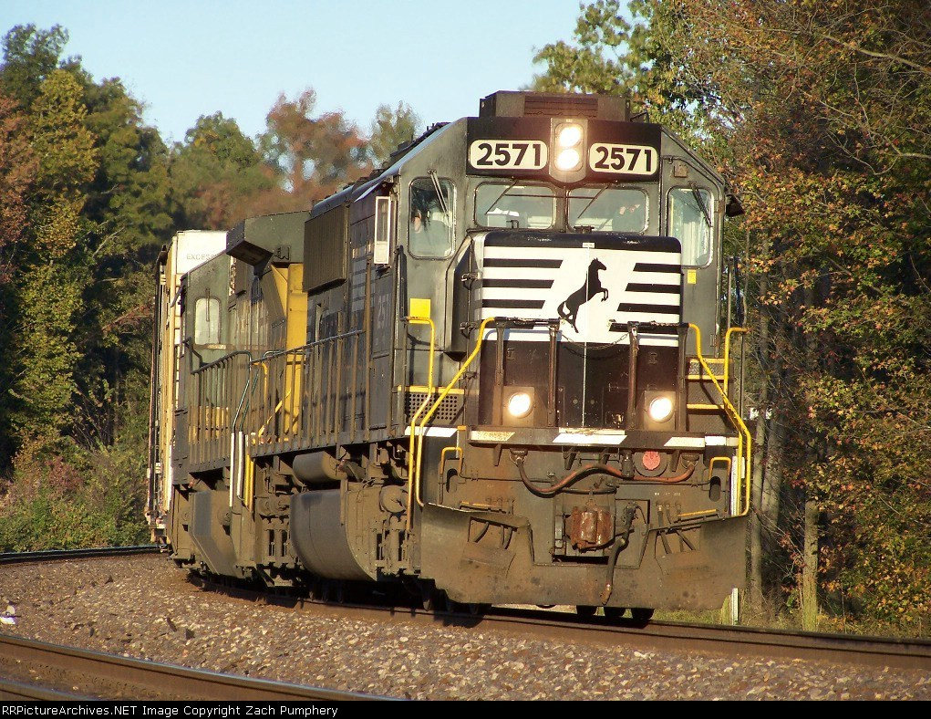 Southbound Manifest With UP 9087 Ex-CNW 8575 C41-8