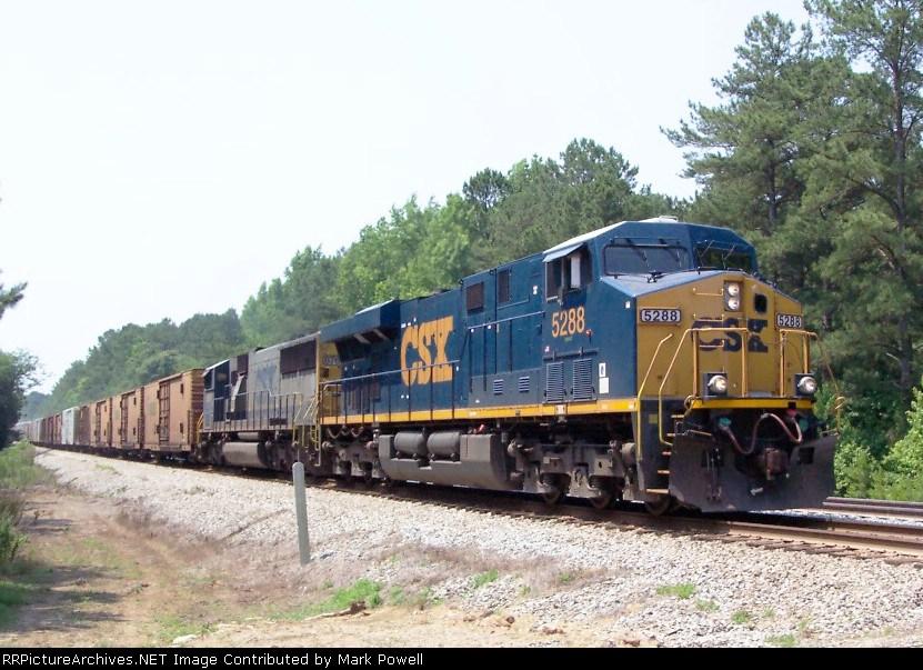 CSX 5288 on Q142 heading north