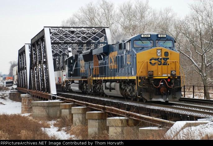 CSX Q190 heads east on CRSA's LEHL over a frozen Raritan River