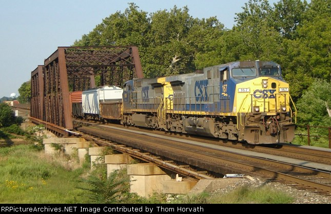 CSX Q300 is underway on this 2007 Labor Day weekend