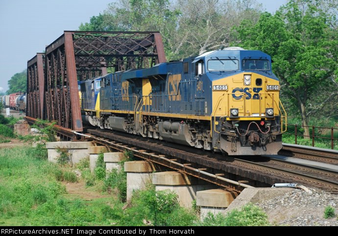 CSX Q438 rolls east with a consist of mixed freight