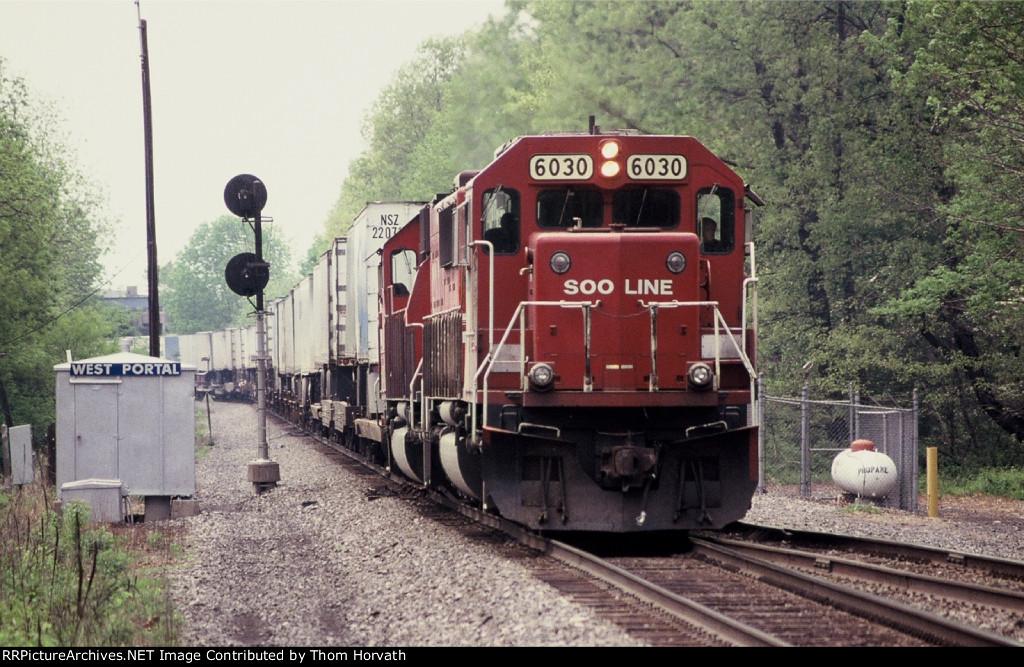 SOO 6030 leads D&H 266 east past CP West Portal (LEHL MP 66.2)