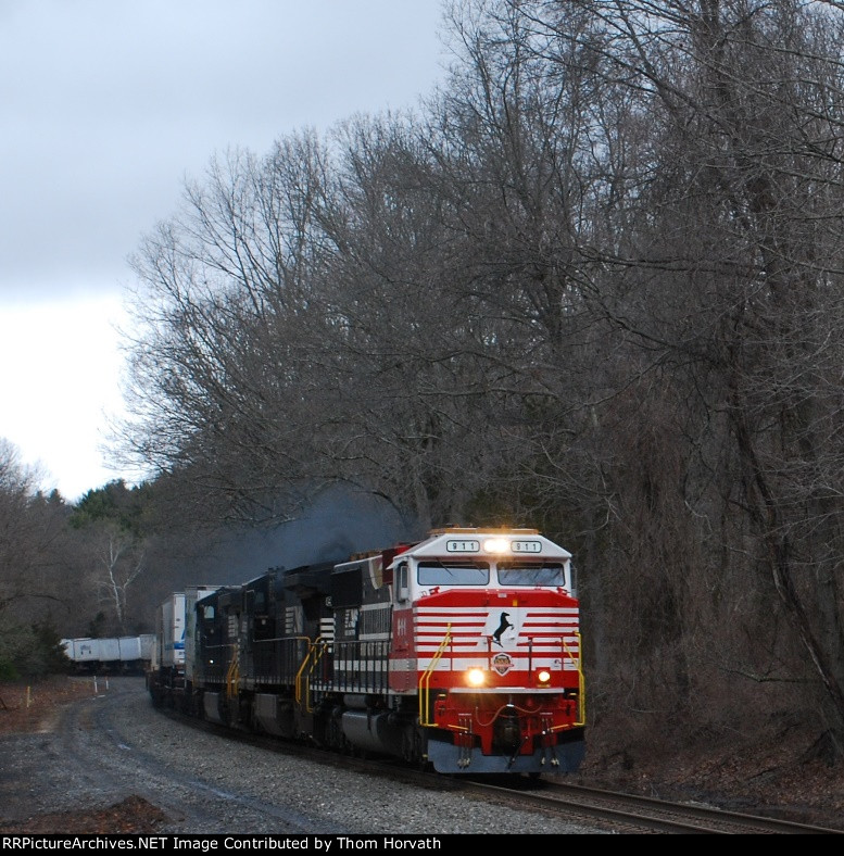 "NS 911's ""Honoring First Responders"" leads 20E thru the S-Curves"