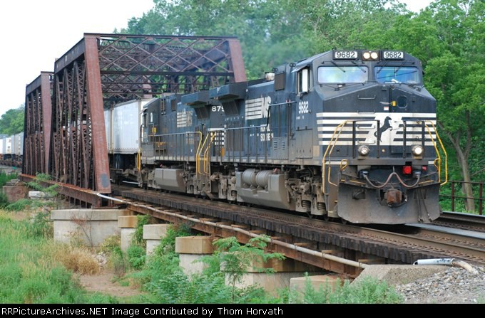 NS 20K is headed east on this Sunday morning