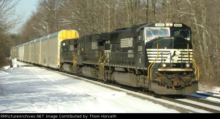 NS 212 is eastbound on this Sunday morning at 9:25