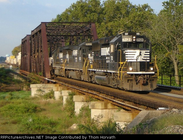 NS 214 eastbound at 8:30 on 9/27/06 over CR's SA Lehigh Line