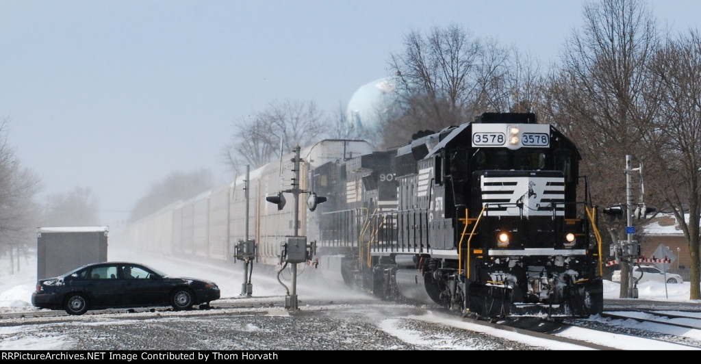 NS 3578 leads NS 290 through the 13th Street grade crossing