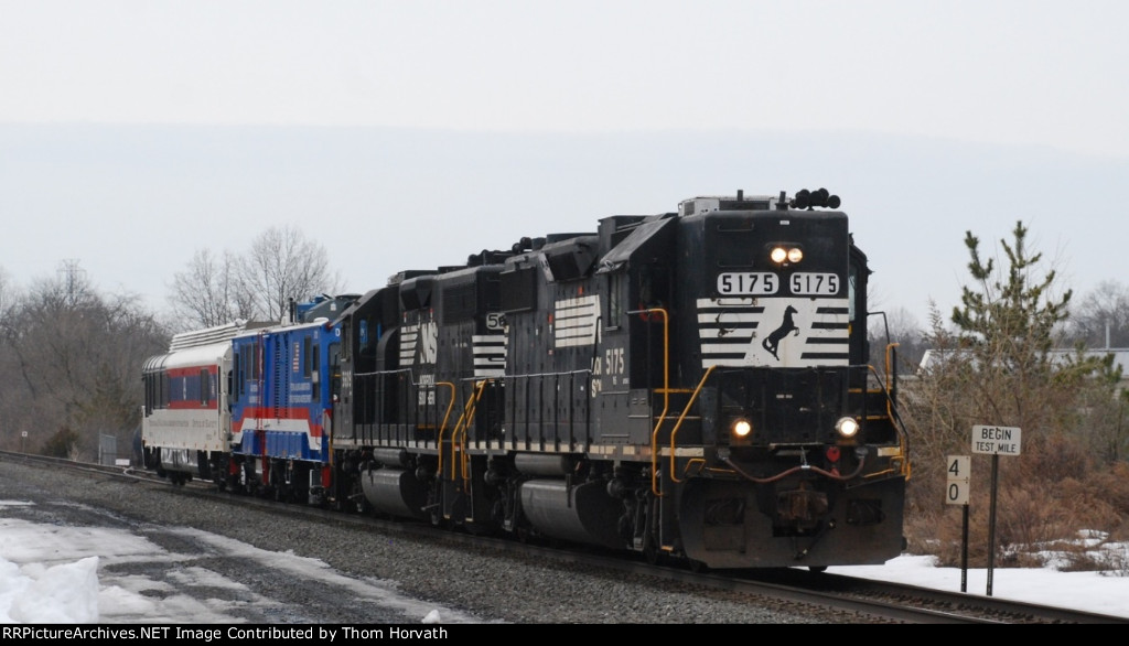 NS 901 heads east at LEHL MP 40 at 1 PM
