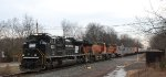 NS 21M heads west thru Valley Road's grade crossing @ LEHL MP 40