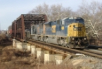 CSX Q410 brings its mixed freight east over the Raritan River