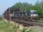 NS 18G brings it consist of mixed freight east over the Raritan River
