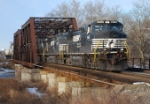 NS 214 heads east at 8:15 on this frigid Sunday morning