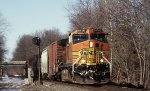 BNSF 5476 heads up NS's local H76 @ LEHL MP 51