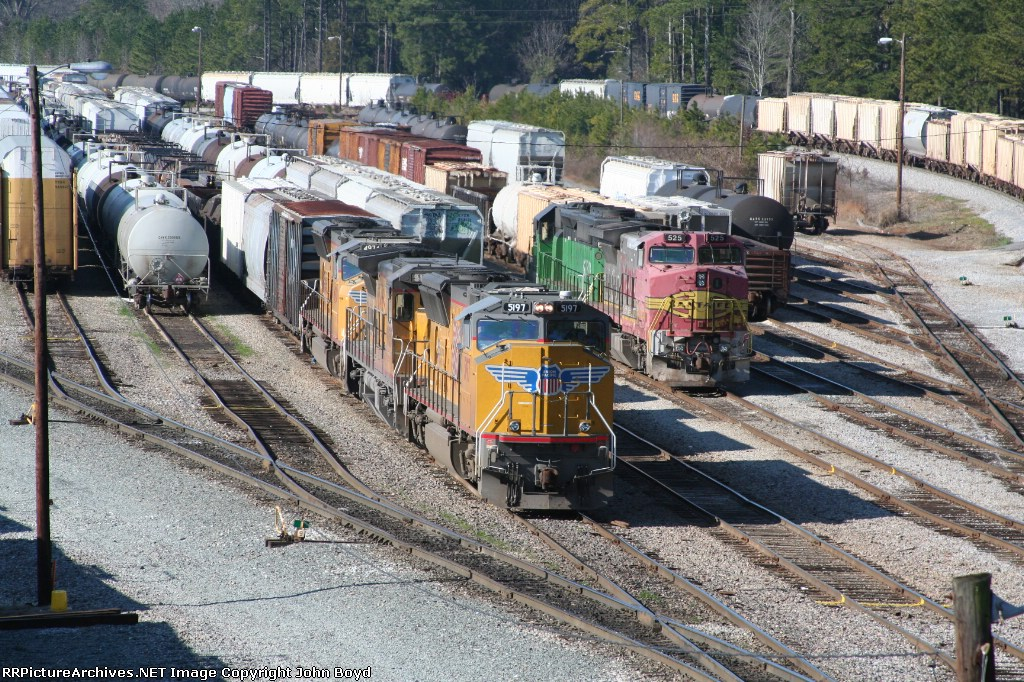 UP 5197 and BNSF 525 in Maxwell Yard