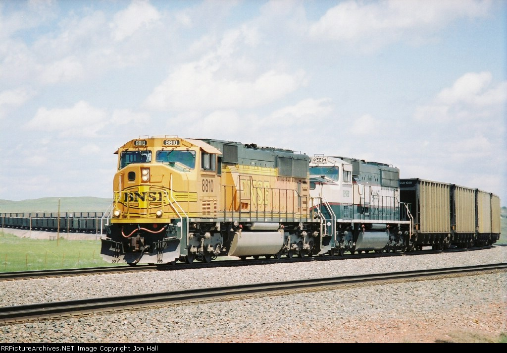 BNSF 8810 & 9445