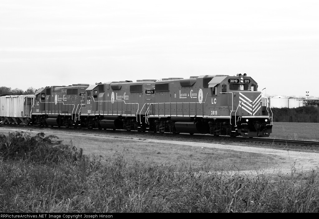 LC 3819 and two sister GP38-2s in their new scheme