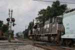 Two generations of SD70Ms