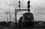 BNSF 5226 under the signals
