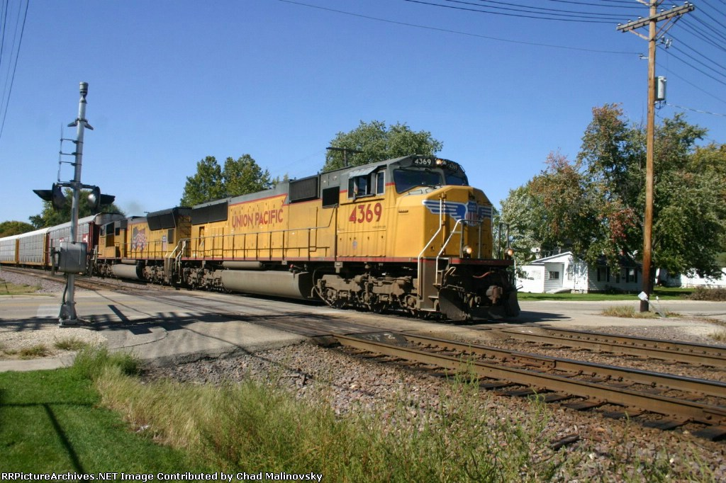 UP 4369 has an eastbound auto train