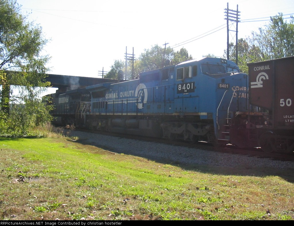 NS 9608 (C40-9W) and 8401 (C40-8W) make there way to the crossovers with csx and their yard