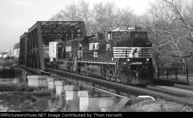 NS 20R (Chicago, IL to Erail, NJ) passes over CR's Lehigh Line SA