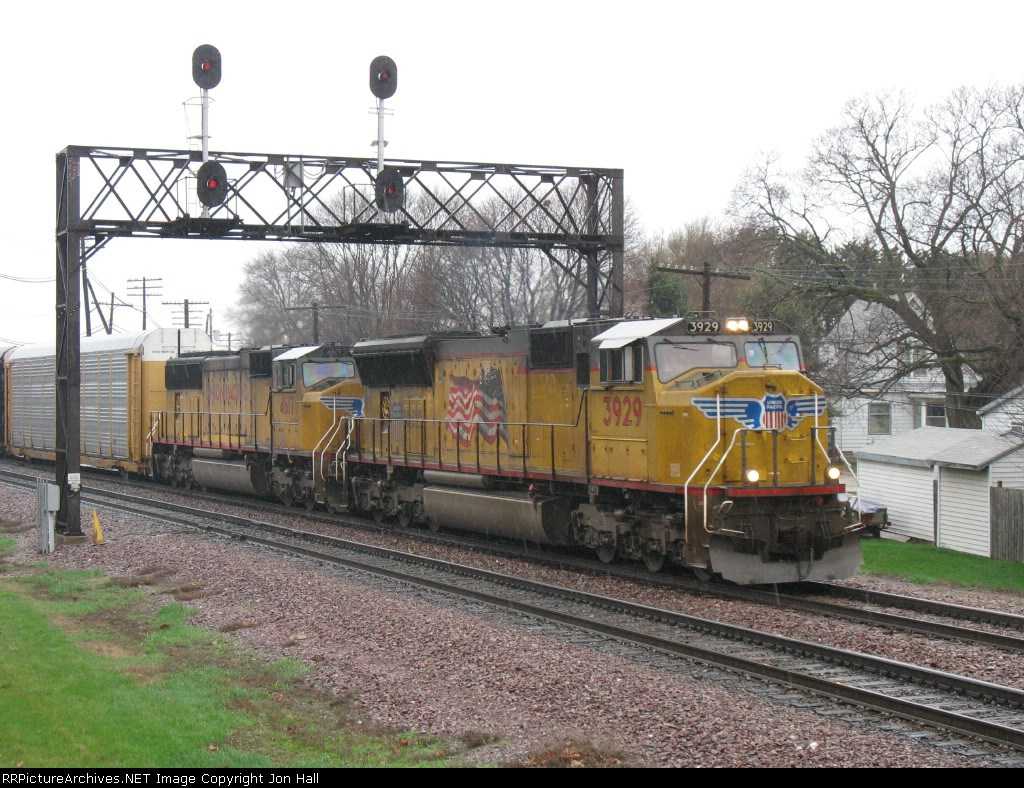 UP 3929 & 4617 pulling east in a rain shower