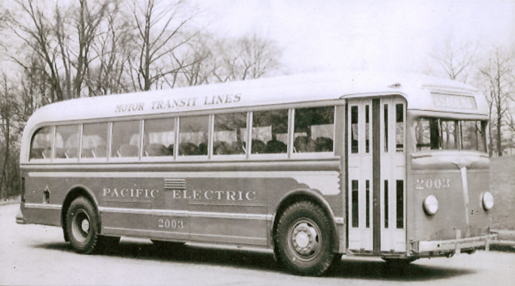 PE 2003 White Model 788 bus