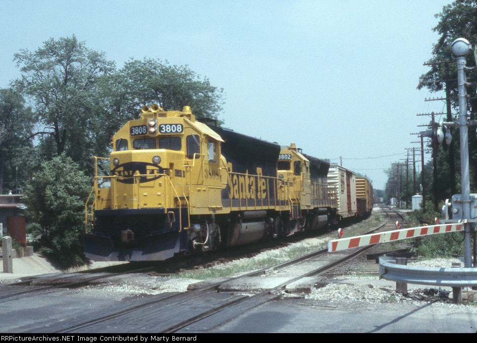 Brand New AT&SF 3808 and 3802 with Long Drag
