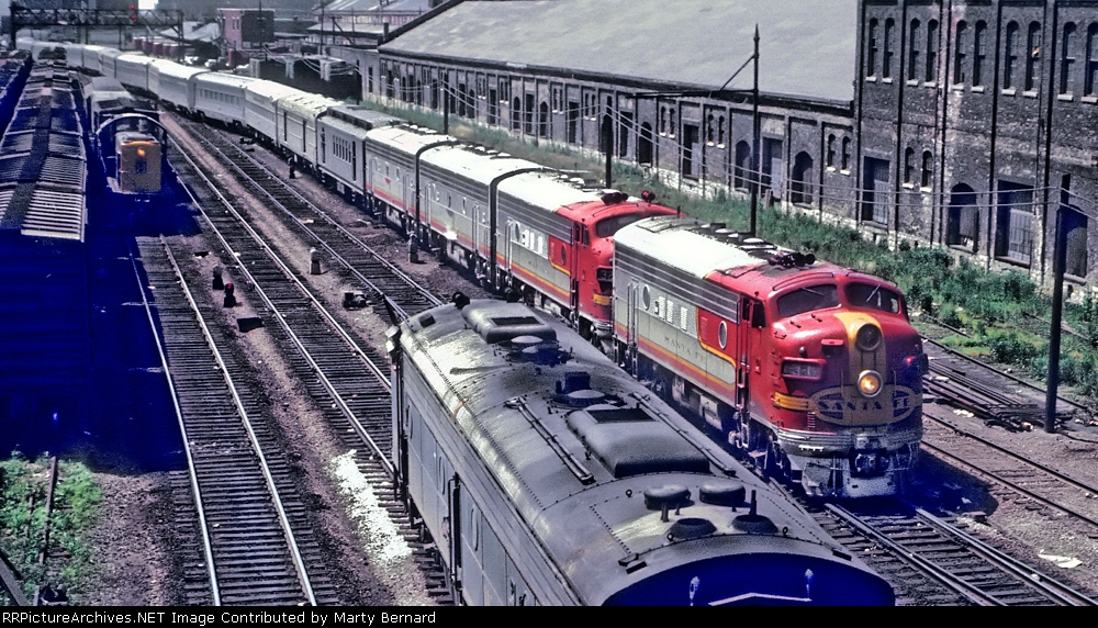 AT&SF F7A #31L Heads Into Dearborn Station in 1966