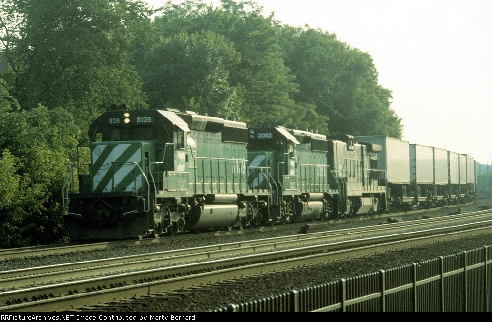 BN 8139, 3062 and a B-unit with Pigs