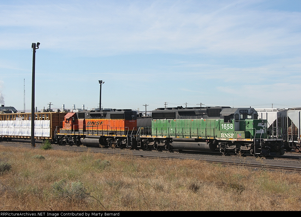 BNSF Hump Engines 1658 and 1564