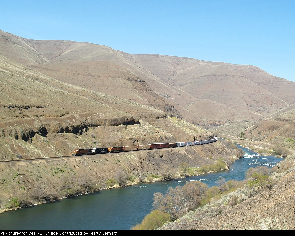 BNSF 4960 With the Famous CB&Q Number Leads a Southbound Through Deschutes River Canyon