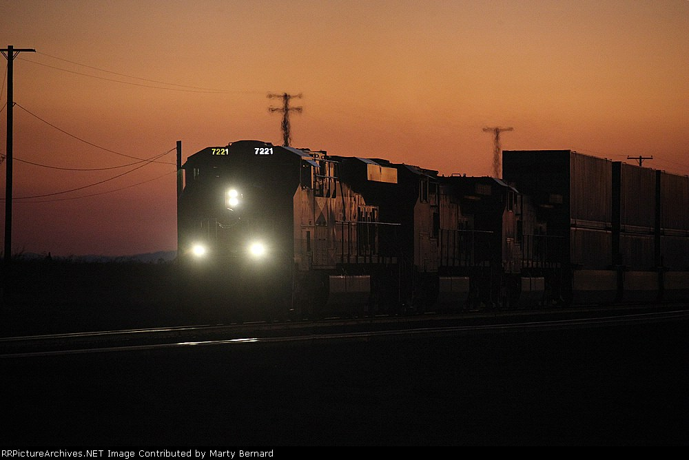 BNSF 7221 Eastbound With Stacks After Sunset