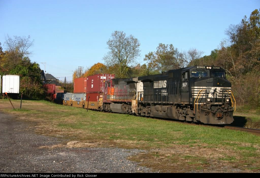 Warbonnet Trailing in 24V Power Consist @ 0810 hrs.