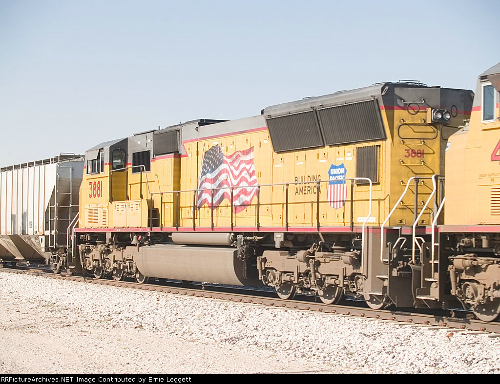 UP 3881