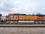 BNSF 5281, primer around cab