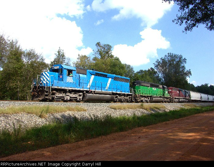 CEFX 3122 leads a colorful consist