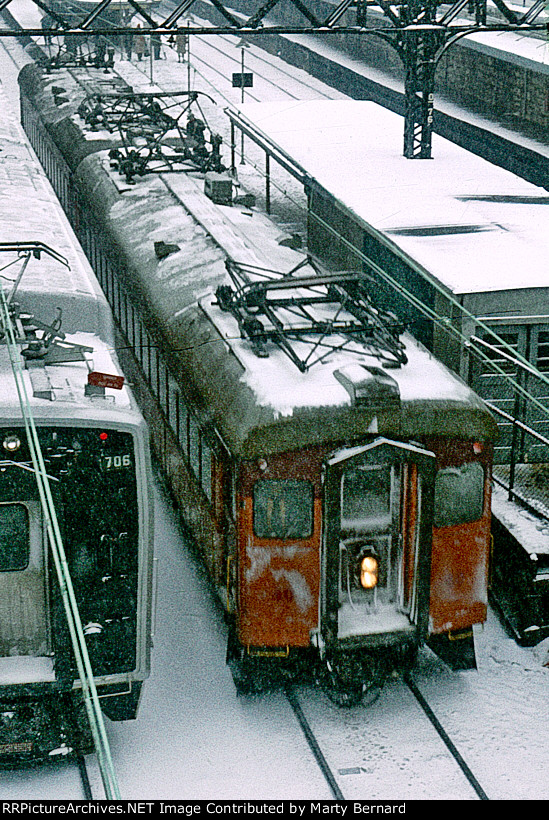 CSS&SB 40 Departs VanBuren Street Station While ICG 705 Rests in the Yard