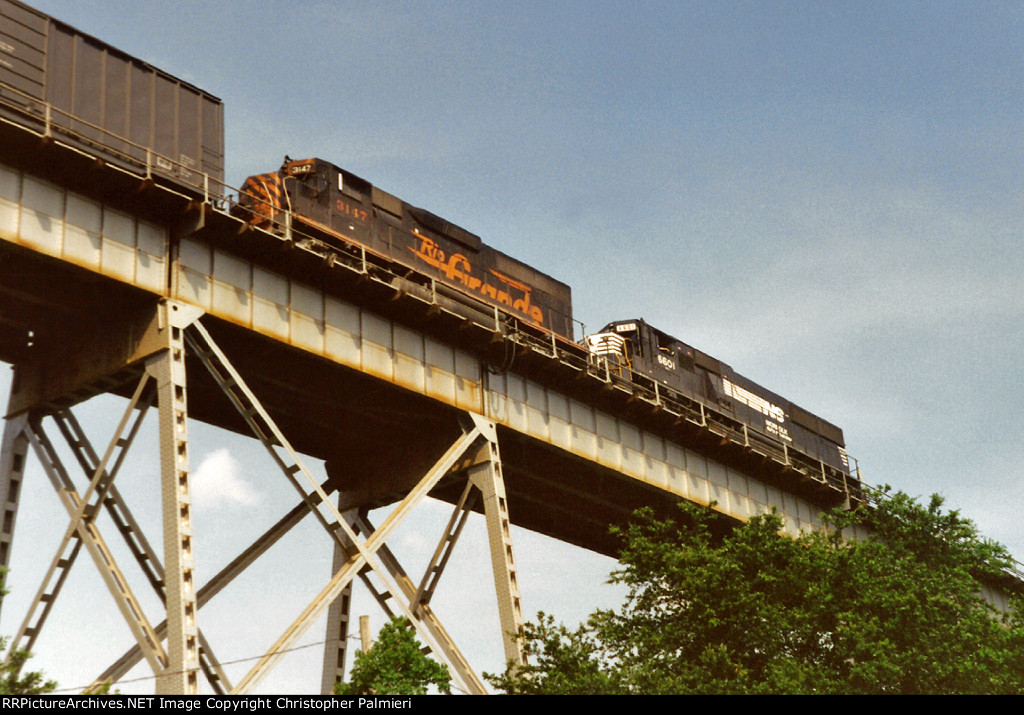 NS 6601 and DRGW 3147 on NS No. 393