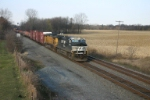 NS 9752 leads and eastbound manifest
