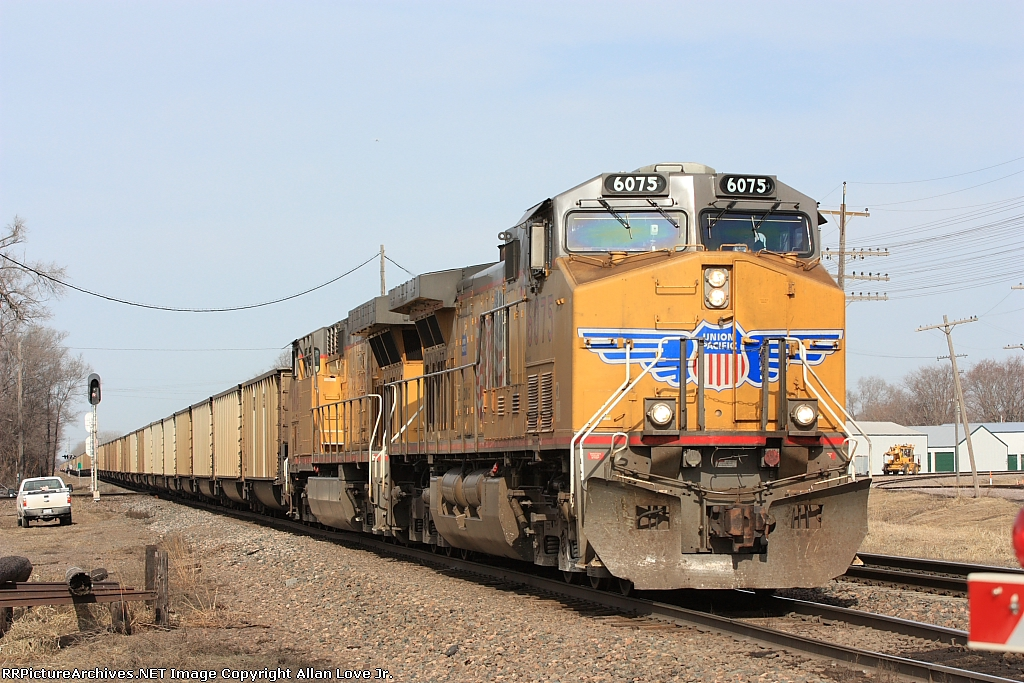 UP 6075 east