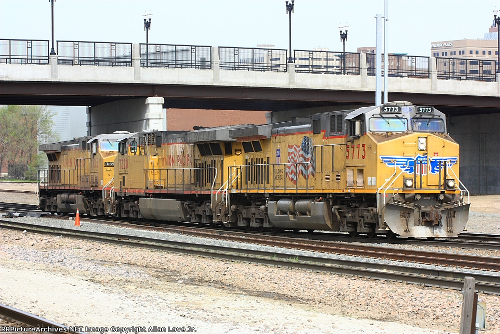 UP 5773 east