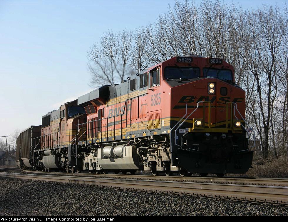 BNSF 5825