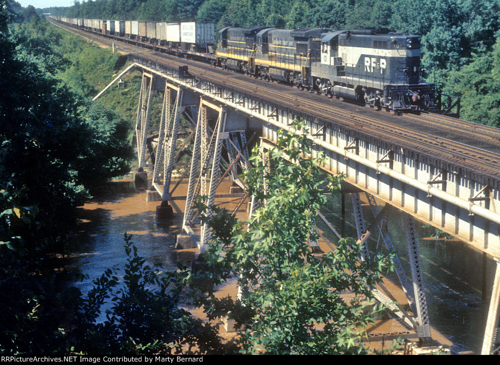 RF&P 101 Takes a SCL Train Crossing the South Anna River